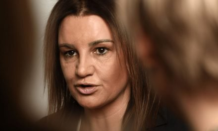 Qantas: Australian Politician Jacquie Lambie banned after incident at Chariman's Lounge [UPDATED]